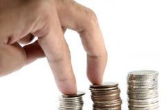 Die Fingertat war gehendes steadity auf Silbermünzen, die Paste in der Linie als Disziplin ist lizenzfreies stockfoto