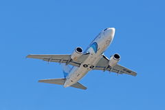 Die flache Höhe Gewinne Passagier Boeings 737-500 Lizenzfreies Stockfoto
