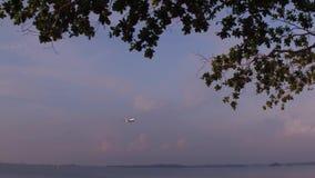 Die flache Landung im Flughafen stock footage
