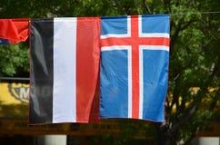 Die Flaggen vom Jemen und von Island Stockfoto