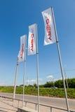 Die Flaggen von Chery über blauem Himmel Lizenzfreie Stockfotografie