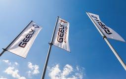 Die Flaggen von Geely über blauem Himmel Stockfotografie