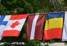 Die Flaggen von Kanada, von Lettland und von Tschad Stockfotografie