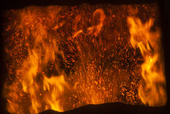 Die Flamme innerhalb des Fabrikofens lizenzfreies stockfoto