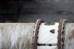Die Flansche und alte der Metallbau im Industriegebiet Stockfotos