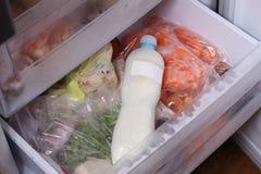 Die Flasche der gefrorenen Milch Stockfoto