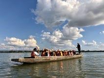 Die Flussleben-Reisewand stockbild