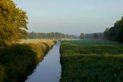 Die Flussreinigung lizenzfreies stockbild