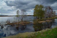 Die Flut auf dem Irtysch Lizenzfreie Stockfotografie