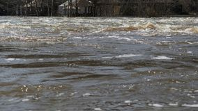 Die Flut des Flusses nach Winter stock video footage