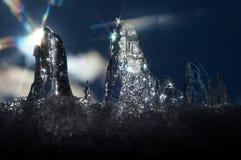 Die Frühlingssonne, die das Eis belichten und seine Strahlen stellen Sterne her Stockfoto