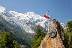 Die französische Flagge und das Symbol von De Haute Montagne, Chamonix Peloton de Gendarmerie Lizenzfreie Stockbilder