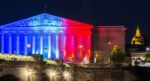 Die französische Nationalversammlung leuchtete mit Farben der französischen Staatsflagge, Paris Stockfotos