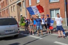 Die Franzosen feiern den Sieg ihres Fußballteams im abschließenden 8. lizenzfreies stockfoto