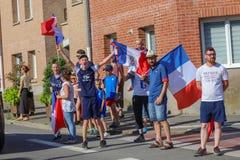 Die Franzosen feiern den Sieg ihres Fußballteams im abschließenden 8. stockbilder
