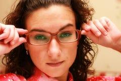 Die Frau in den Gläsern stockfoto