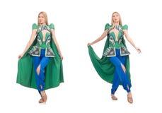 Die Frau in der orientalischen gr?nen Kleidung lokalisiert auf Wei? stockbilder