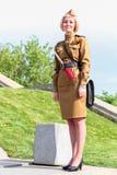Die Frau in der sowjetischen Militäruniform Lizenzfreie Stockfotografie