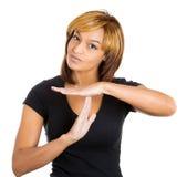 Die Frau, die Zeit heraus zeigt, unterzeichnen Lizenzfreie Stockbilder
