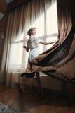 Die Frau am Fenster Lizenzfreies Stockbild