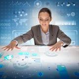 Die Frau im futuristischen Data - Mining-Konzept Stockbilder