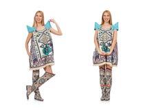 Die Frau im Kleid mit Orientale-Drucken lokalisiert auf Weiß lizenzfreie stockfotografie