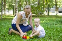 Die Frau mit dem Kind Lizenzfreie Stockfotos