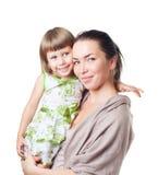 Die Frau mit dem Kind auf Händen lizenzfreie stockfotografie