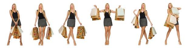 Die Frau mit den Einkaufstaschen lokalisiert auf Weiß Lizenzfreie Stockfotografie