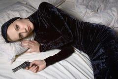 Die Frau mit einer Gewehr Lizenzfreies Stockbild