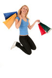 Die Frau springend mit Einkaufenbeuteln Stockfotos