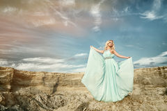 Die Frauen im blauen Kleid Lizenzfreie Stockfotografie