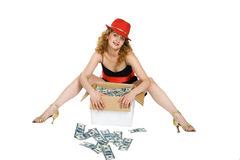 Die Frauen und ein Kasten mit Geld Lizenzfreie Stockbilder