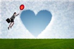 Die Frauenfliegenballone im romantischen Konzept Lizenzfreie Stockbilder