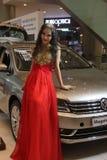 Die Fraumodelle und -auto auf der Shenzhen-Automobilausstellung Stockbild