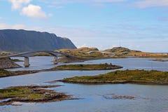 Die Fredvang-Brücken, Fredvangbruene, sind zwei Auslegerbrücken, Lofoten, Norwegen, Europa Stockfoto