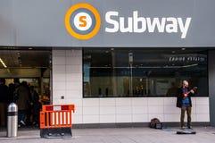 Die geüberholte Glasgow-U-Bahn in Byres-Straße stockfoto