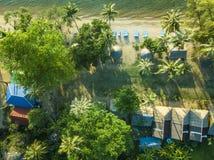 Die Gebäudestadt der Vogelperspektive blaue See stockfotos