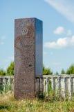 Die Gedenkplakette geodätischen Bogens Struve nahe Vilnius Stockfotografie