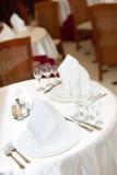 Die gediente Tabelle vor einem Feiertag an der Gaststätte Stockfotografie