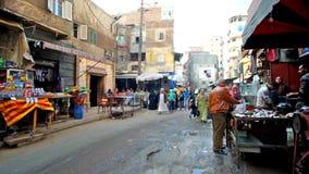 Die gedrängte Straße in Karmouz-Bezirk in Alexandria stock video footage