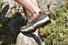 Die gehenden Schuhe Alle Gelände-Schuhe Stockfoto