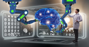 Die Gehirnchirurgie erfolgt durch Roboterarm lizenzfreies stockfoto