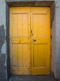 Die gelbe Tür von Riommagiore Stockfotografie