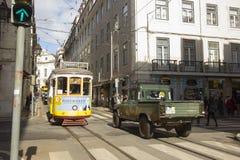 Die gelben Trams von Lissabon Stockfotografie