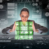 Die Geschäftsfrau in blockchain cryptocurrency Konzept Stockfoto