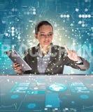 Die Geschäftsfrau in blockchain cryptocurrency Konzept Lizenzfreie Stockfotos