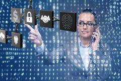 Die Geschäftsfrau in blockchain cryptocurrency Konzept Stockfotos