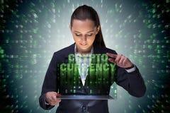 Die Geschäftsfrau in blockchain cryptocurrency Konzept Lizenzfreies Stockfoto
