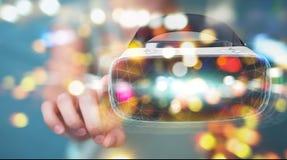 Die Geschäftsfrau, die Glastechnologie 3D der virtuellen Realität einsetzt, übertragen Lizenzfreies Stockbild